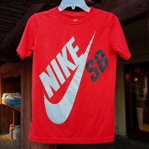 Nike Skateboarding red T-shirt for kids